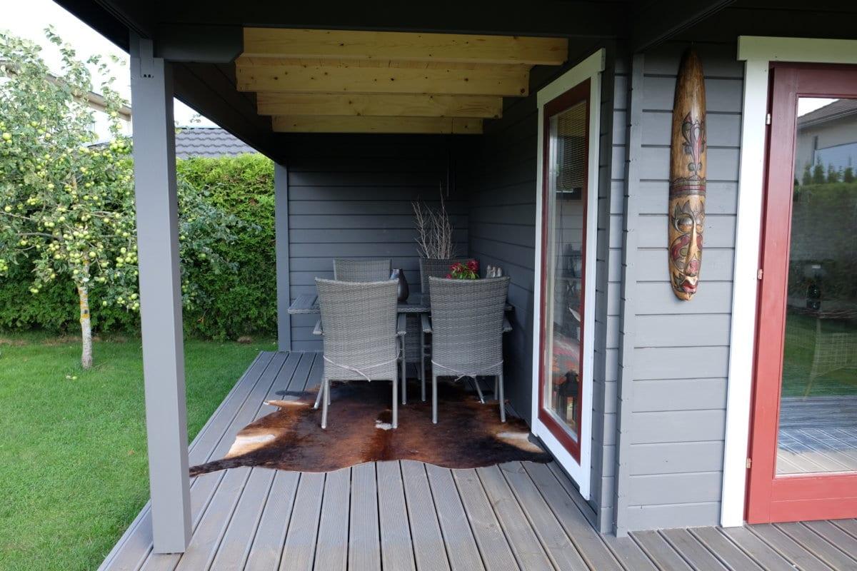 modernes gartenhaus mit terrasse hansa lounge xl 15m. Black Bedroom Furniture Sets. Home Design Ideas